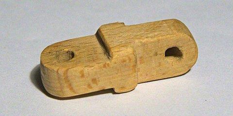 Дерев'яний протез для лампи